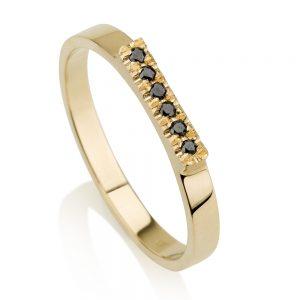 טבעת קלאסית בשיבוץ יהלומים שחורים - זהב 14K