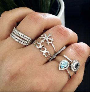 טבעת בייסיק לבבות צמודים- זהב לבן 14K