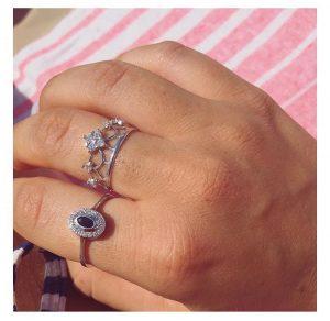טבעת קראון שיק- זהב לבן 14K