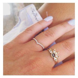 טבעת V יהלומים - זהב 14K