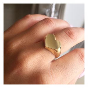 טבעת לב חותם לחריטה - זהב צהוב 14K