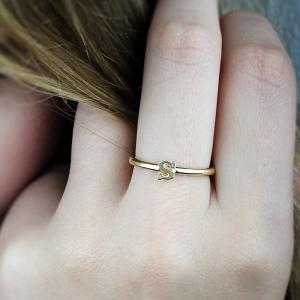 טבעת מיני אות - זהב 14K