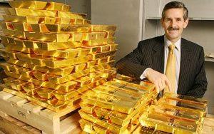 איש עם מטילי זהב